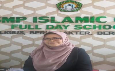 Dra. Hj.Sholihah Kepala Sekolah SMP ISLAMIC QON Gresik Satu Satunya Kepala Sekolah Swasta Lulus Program Sekolah Penggerak